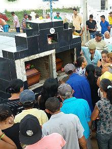 Três vítimas foram sepultadas em Flores, no Sertão.