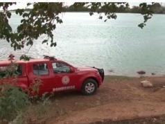 Segundo os bombeiros, uma mulher se afogou, e ao tentar salvá-la, seu namorado também se afogou. Os dois foram encontrados abraçados