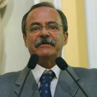Secretário de Justiça do Estado, Pedro Eurico, fala regularmente com presos através de celular