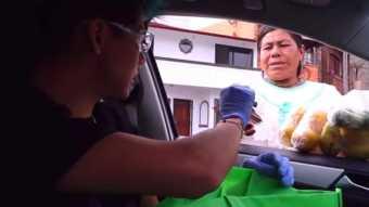 [VIDEO] Youtuber mexicano regala dinero y despensas a comerciantes por COVID-19