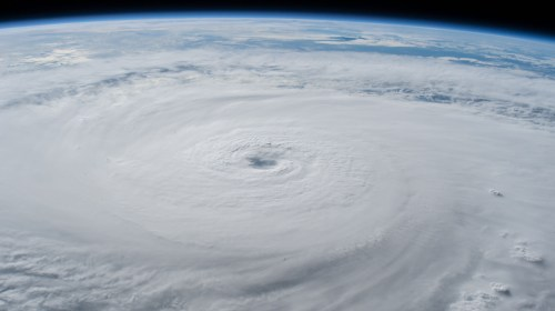 small resolution of photohurricane lane with its well defined eye photographed as a category 5 storm southwest of the hawaiian islands as the international space station