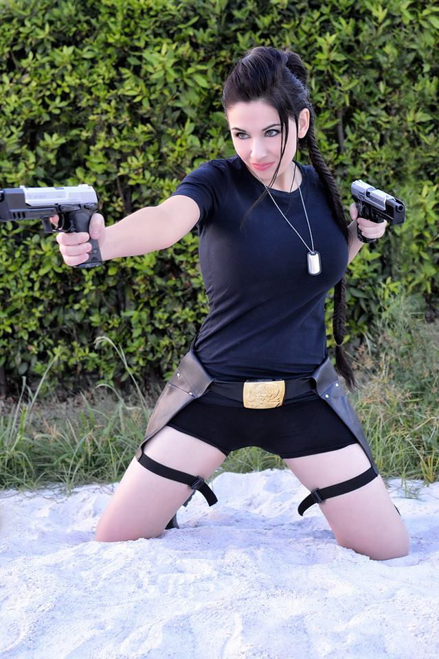 Lara Croft Giada Robin 9GAG
