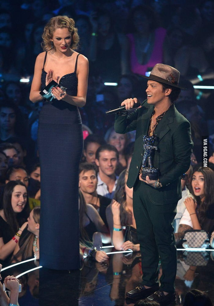 Taylor Swift Standing Next To Bruno Mars : taylor, swift, standing, bruno, Taylor, Swift, (5'10), Standing, Bruno, (5'5)