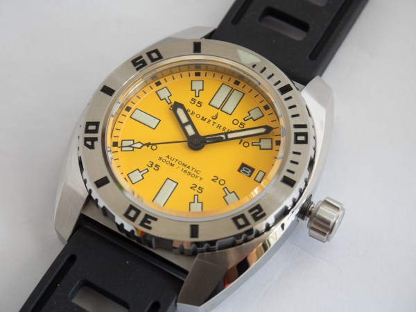 Yellow Divers Love .