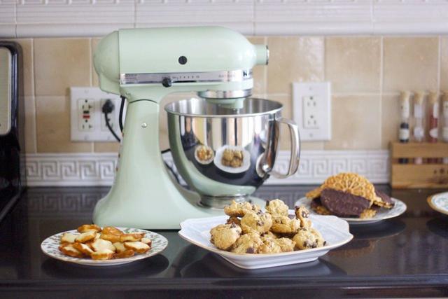 kitchen aid artisan mixer good quality utensils 全能厨房助理 kitchenaid 一般人口少的家庭不常做和面用时 建议用5 夸脱的 款 而常做烘焙辅助用时 就需要6 夸脱容量的professional 款了