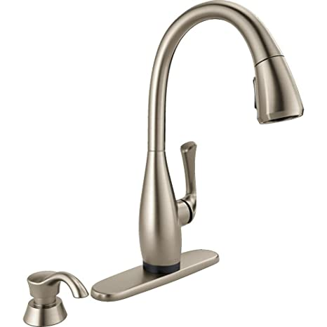 stainless steel kitchen faucet with pull down spray samples dominic 单手柄下拉式喷雾器厨房水龙头 spotshield 不锈钢delta 出品