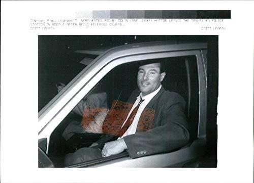 Fotomax Foto Vintage de Derek Hatton en el Interior del Coche Mientras Sale de la estación de policía