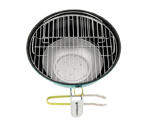 To secure the lid, there are metal clasps that are strong and easy to clip onto the base. Once you secure the lid, the ventilation lid is the only point through the grill.
