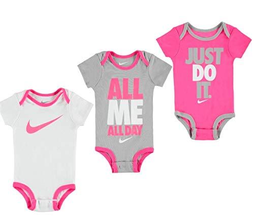 Set neonato per neonato a tre pezzi Nike Swoosh (0-6 mesi, Hyper Pink (0816) / Grigio / Bianco / Iper rosa)