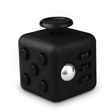 Stresswrfel-wie-Fidget-Cube-als-perfektes-Spielzeug-fr-unterwegs-bei-der-Arbeit-oder-im-Wartezimmer