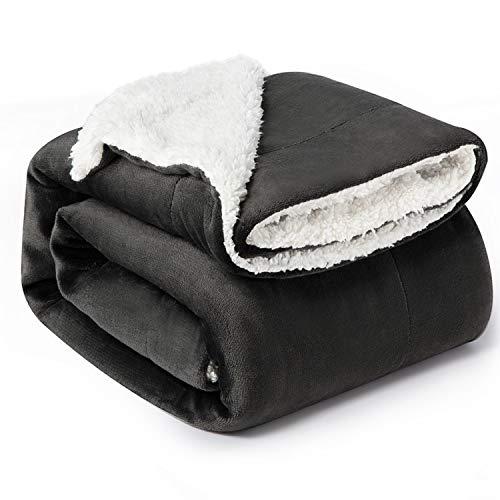 Bedsure Coperta di Pile Sherpa per Letto e Divano Nero Antrazite 150x200cm - Plaid Letto Singolo Coperte di Sherpa e Flanell Microfibra Morbida