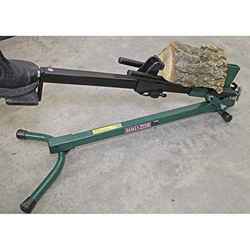 If your looking for a light weight log splitter, this one weighs in at only 9kg, this means its not only compact and easy to store, its also light weight enough to carry around.