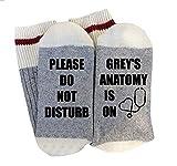 """Calze da adulto con scritta stampata """"Please Do Not Disturb Grey's Anatomy Is On"""", in cotone, a maglia"""
