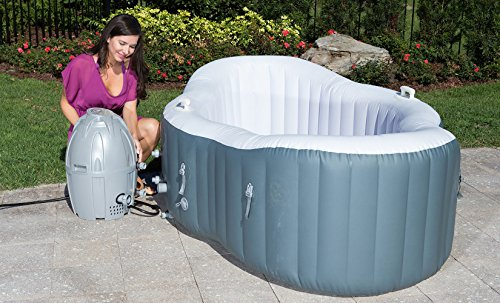 The Lay-Z-Spa Siena Hot Tub is specially designed for couples and the execution itself is fantastic, we really do love the design of this hot tub. Lazy-Spa decided to go for an odd shape that mimics a large canoe as opposed to a conventional round design, and the result is a hot tub that allows users to sit on either end facing each other which we think is brilliant