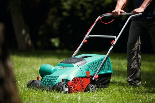 Handle all your reseeding and moss removal needs using the Bosch AVR 1100 Verti Cutter Lawn Raker. This unit utilises 1100w motor and a jet collection system to clear old grass and moss from your garden. The jet collection system works efficiently preventing any blockages or breakdown of the system. Comprising of 14 rotating BOR blades and effective air inlets, this machine collects the moss/old grass and tosses it in the 50L collection bag.
