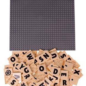 Strictly Briks - Base clásica para Construir con 100 Piezas AlphaBriks de 4 x 4 Tacos con Letras - para Poner Mensajes - 100 % Compatible con Todas Las Grandes Marcas - Gris - 25,4 x 25,4 cm