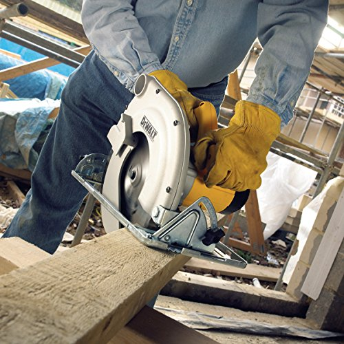 The DeWalt 65mm Compact Circular Saw comes with a lightweight structure which is good for manoeuvrability which makes it incredibly easy to use even for those of who are not experienced with circular saws.