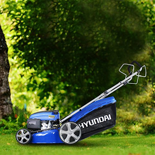 Our best pick the Hyundai HYM510SPE 173 cc Self Propelled Lawn Mower is big and powerful, making it a great pick for anyone with acres of lawn to cut. This model came out in 2018 and is not only the flagship of Hyundai's range of self-propelled lawnmowers, it's also a favourite for many commercial gardeners.