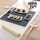 Piatti e posate per sushi con vassoio in ardesia