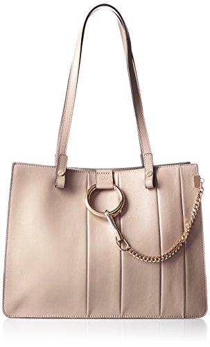 クロエのバッグは大人の女性に人気