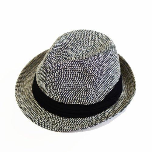 エッジシティーの帽子は折りたためて持ち運びに便利