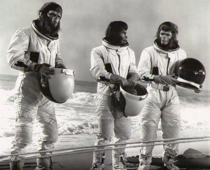 ブロマイド写真★『新・猿の惑星』タイム・トラベルで到着した宇宙服のジーラ、コーネリアス、マイロ