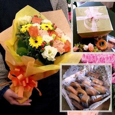 スイーツとお花のセットを退職する女性にプレゼント