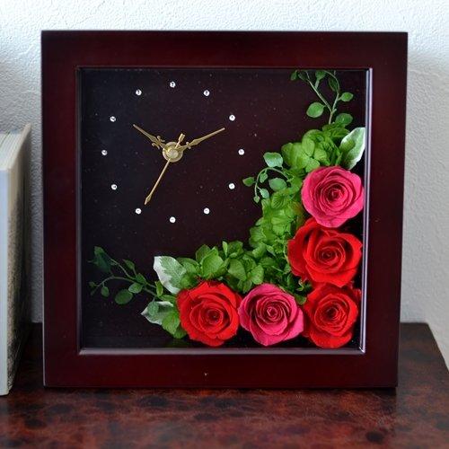 ブリザードフラワーの時計は高級感があり人気の記念品