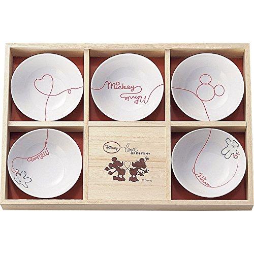 新婚生活の必需遺品であるお皿セットを結婚祝いにプレゼント