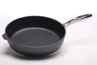 Swiss-Diamond-Nonstick-Saute-Pan-with-Lid-Stainless-Steel-Handle-58-qt-125