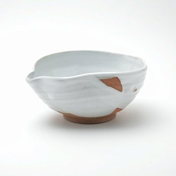 White glaze tokkuri sake lipped bowl made by Sohei Matsuno. Hagi yaki Japanese ceramic.
