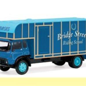 Hornby R7014 Bridge Street Riding School Horse Box 00 Gauge Skaledale Skaleautos 31kmulcKeQL
