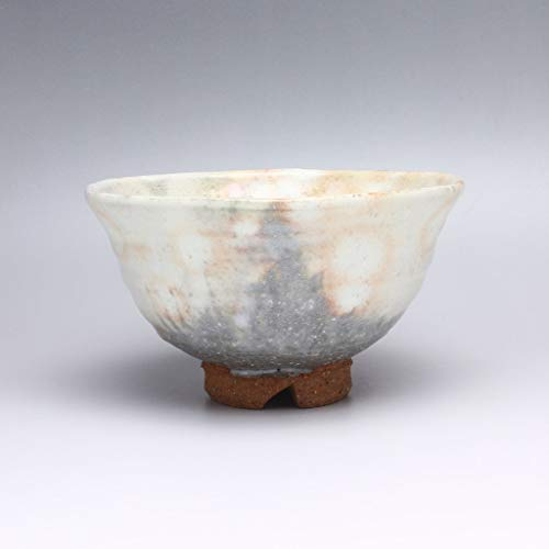 Matcha chawan tea bowl. Japanese ceramic Hagi yaki (Hagi-ware) made by Kohei Tanaka.