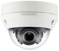 Samsung SCV-6083R est une caméra de surveillance varifocale