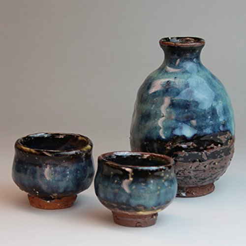Japanese ceramic sake bottles Hagi-ware. Set of aohagi server and 2 sake cups with wooden box. shuto61157