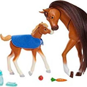 Spirit Riding Free Feed and Nuzzle Horse Set, Includes 2 Horse Figures and 8 Accessories
