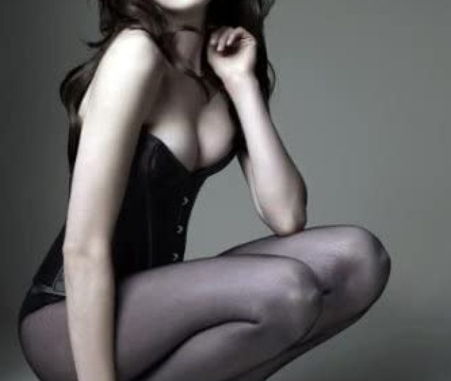Amazon Com Anne Hathaway Poster Sexy Legs Heels X Prints
