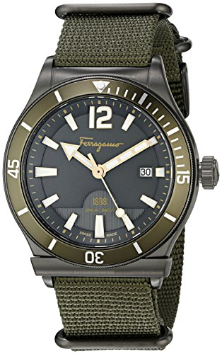 517cEpTrTLL Large sport watch with green aluminum rotating bezel, luminous hands and hour markers, and date window at 3 o'clock 43 mm stainless steel case with antireflective sapphire dial window Quartz movement with analog display