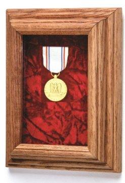 Single Medal Case (Red Velvet)