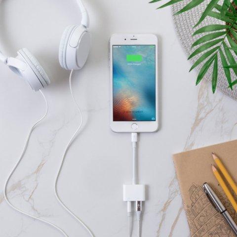 【Amazon.co.jp 限定】ベルキン ライトニング デュアルアダプター iPhone XS/XS Max/XR/X / 8 / 8 Plus MFi認証 イヤホン・充電同時 3.5mm Audio+Charge RockStar F8J198BTWHT-A