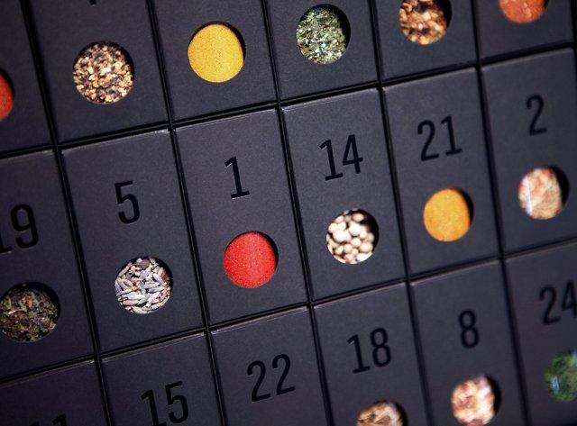 Gewürz-Adventskalender – Kalender mit 24 edlen Gewürzen und Rezepten - das ideale Geschenk zum Kochen mit Kräutern und Gewürzmischungen