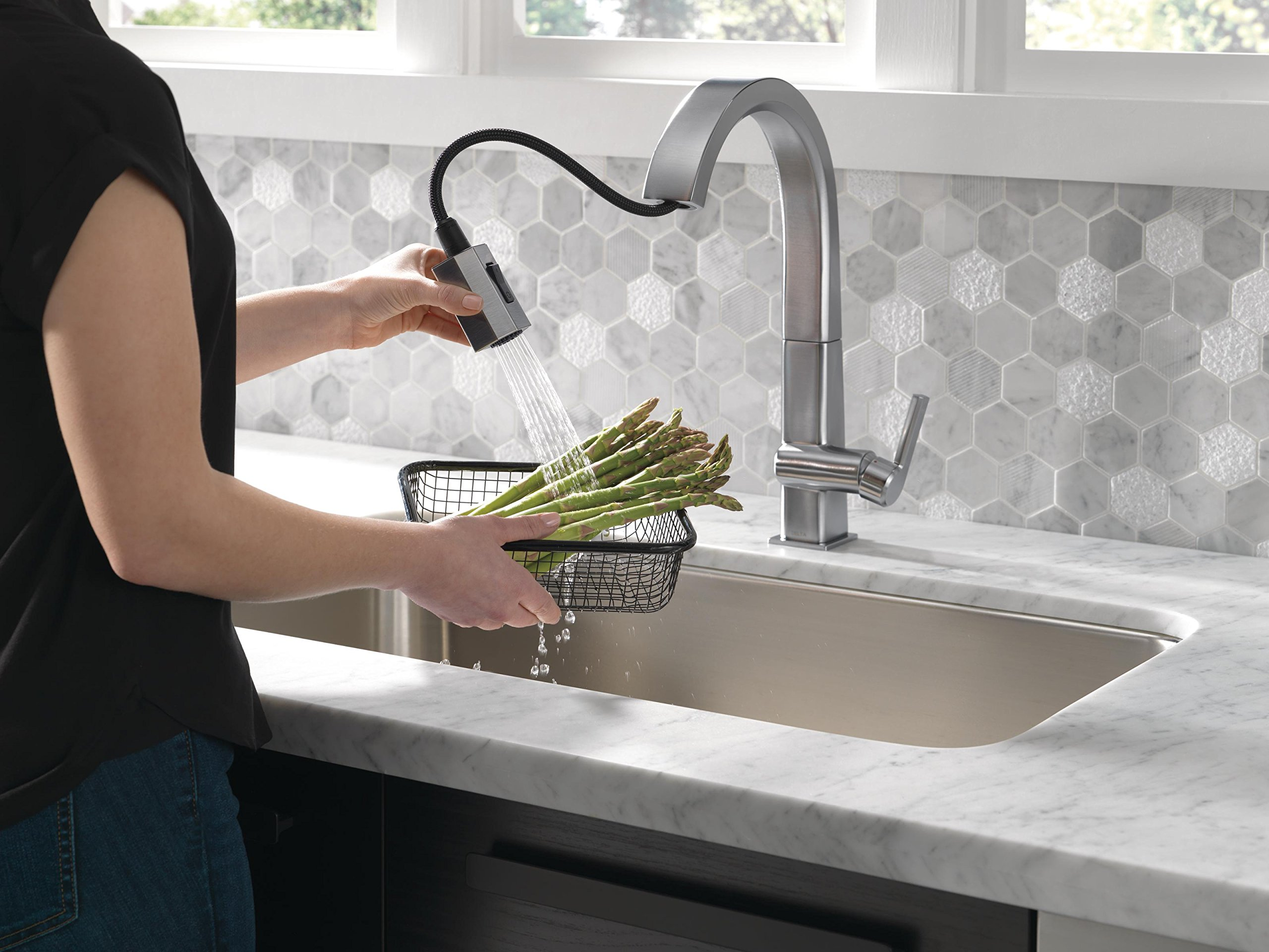 Delta Faucet Pivotal Single-Handle Kitchen Sink Faucet