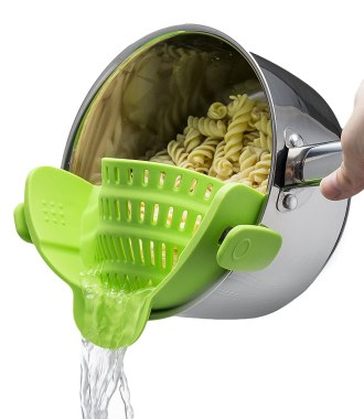 The Original SNAP'N STRAIN by Kitchen Gizmo, No-hands No-Fuss Clip-On Strainer. Fits all Pot Sizes