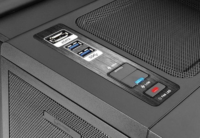 ThermalTake Level 10 GT インターフェイス