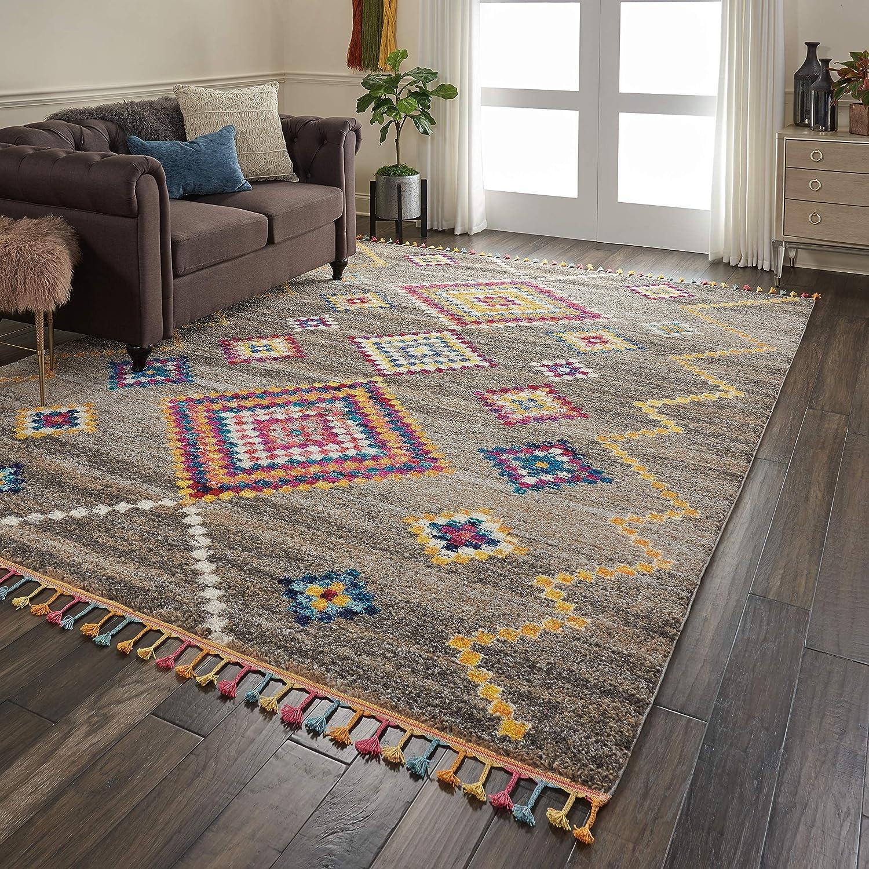 Furniture-around-area-rug