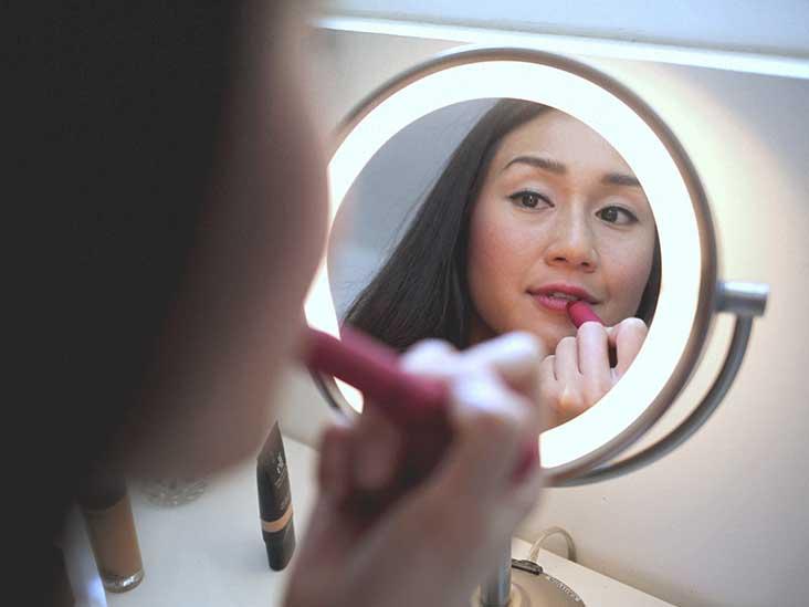 How to Lighten Dark Lips: 16 Natural Home Remedies