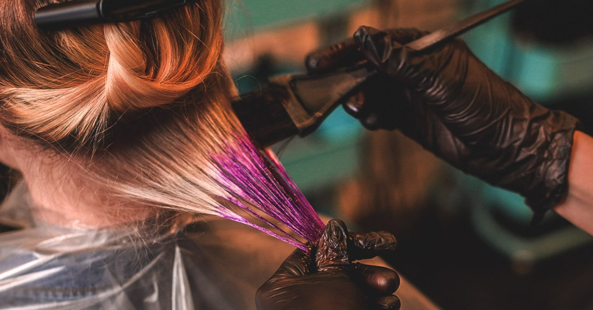 woman with psoriasis getting her hair dyed
