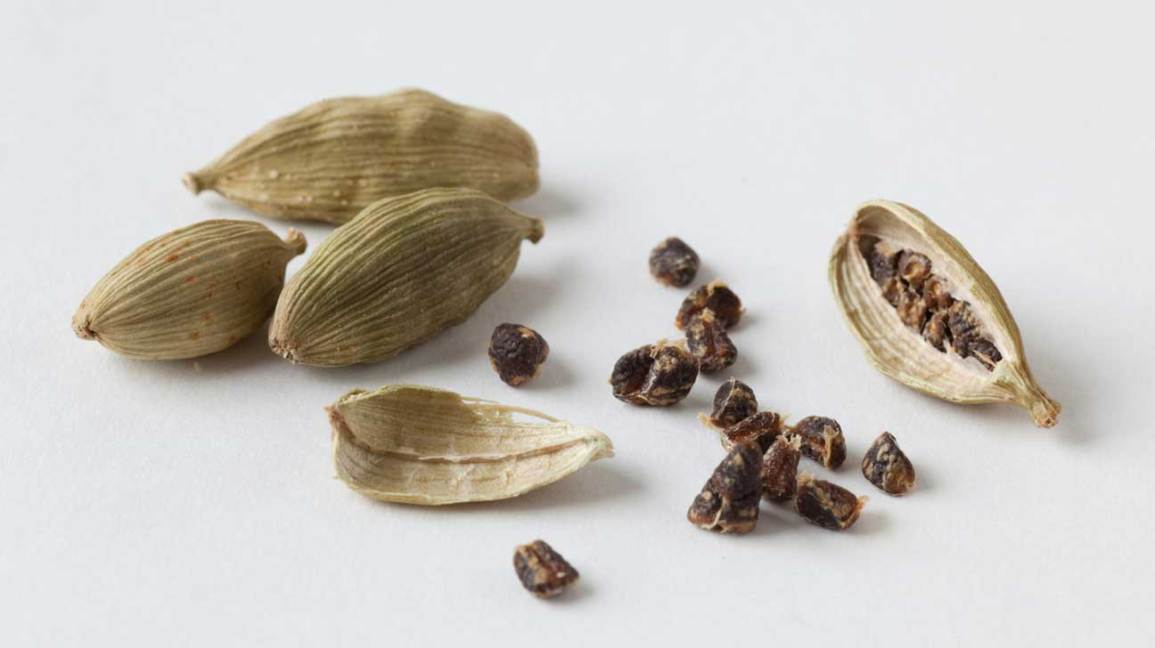 10 Health Benefits of Cardamom, Backed by Science