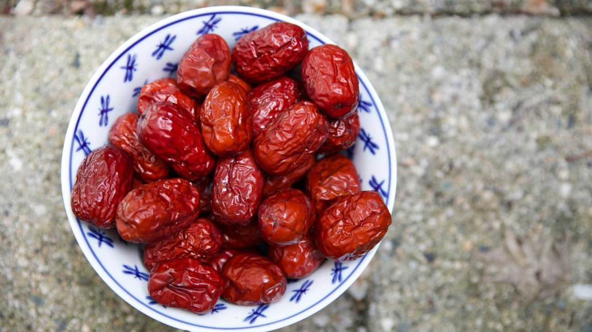 Jujube fruit in a bowl