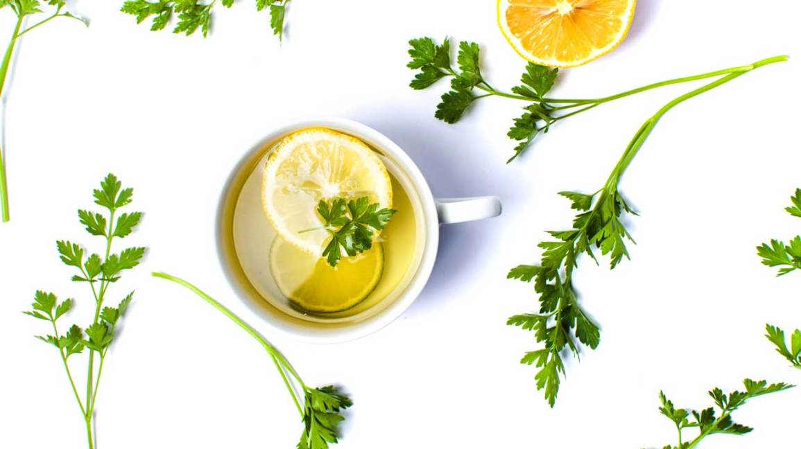 7 Surprising Benefits of Parsley Tea (And How to Make It)